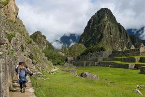 Caminando por Machu Picchu