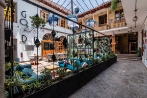 Hotel Selina Plaza de Armas Pasillos