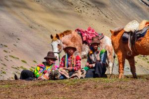 Pobladores de la Montaña de Colores